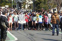 10kmの選手たち、スタートの準備です。