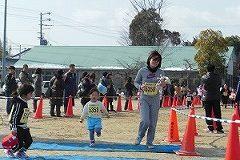 ジョギングの親子選手ゴールです。