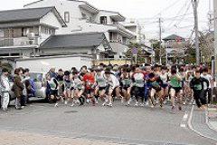 続いて10キロコースの参加者がスタートを切ります。