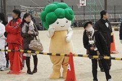 河内長野市のゆるキャラ「モックル」もランナーの応援にやってきました。