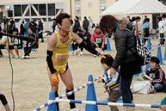 パパの完走する姿を見て喜ぶ男の子。お父さん入賞おめでとうございます。